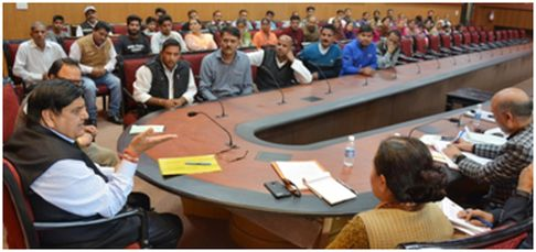 Advisor (V) listens to public grievances at Jammu, directs for early redress