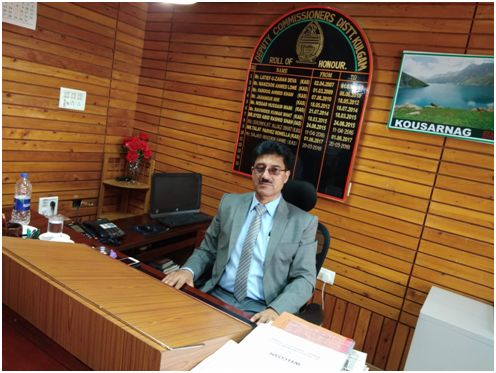 DDC Kulgam tours Noorabad,takes stock of damage to horticulture sector