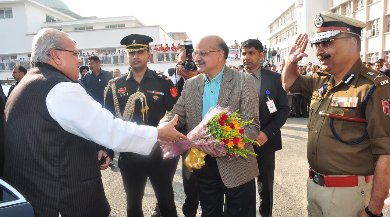 Governor Satya Pal Malik accorded a grand reception on Darbar opening at civil secretariat Jammu- Pic/Kashmir Horizon