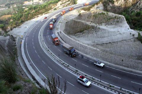 Jammu-Srinagar highway through for one way traffic