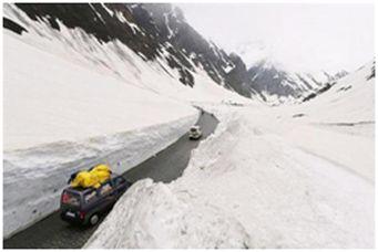 Tashi takes stock of snow clearance work on Kargil-Zanskar Road